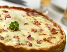 INGREDIENTS: 8 oz bacon 1 unbaked 9 inch pie crust 2 cups sharp Cheddar cheese, shredded 1 cup shredded Monterey Jack cheese 3 tablespoons all-purpose flour 5 eggs, lightly beaten […]